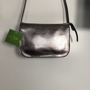 KATE SPADE silver crossbody with zipper New WT